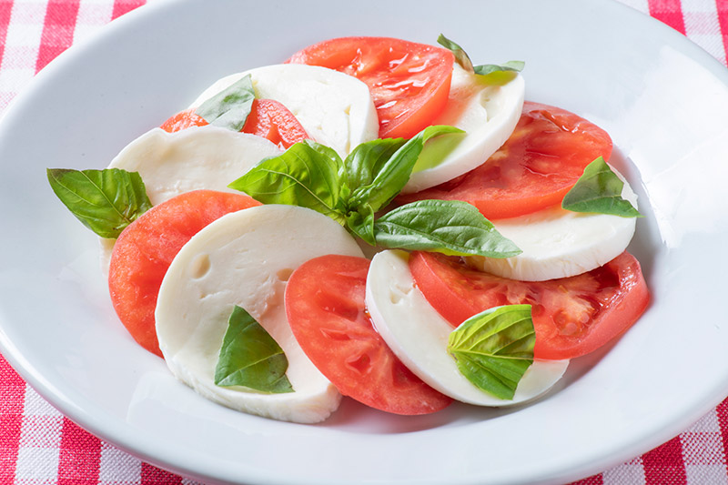 自家製モッツアレラ・フレスカとトマトのサラダ カプリ風