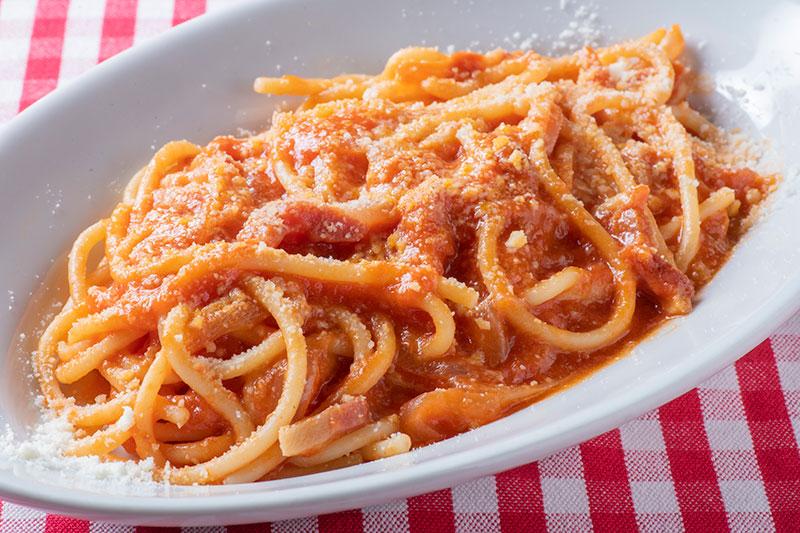 豚ホホ肉ハム、トマトソースのブカティーニ・アマトリチアーナ ローマ風