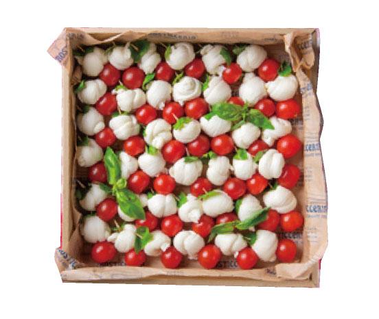 自家製モッツアレラチーズとトマト、バジルのカプレーゼ